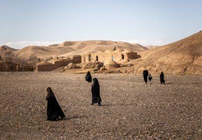 در حالی که ترس بر افغانستان چیره شده است  صدها هزار نفر در حال فرار هستند