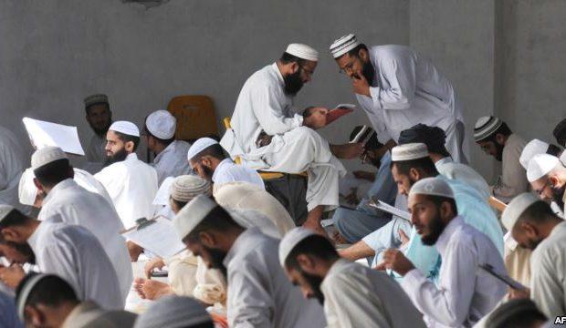 ۵۶۲ مدرسه دینی در اسلام اباد، تروریست ها را اموزش می دهند