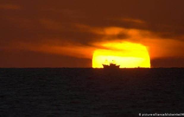 یک کشتی با ۲۰ سرنشین در اوقیانوس اطلس ناپدید شده است