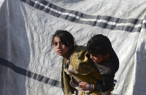 هزاران خانواده افغان از جنگ در سنگرهای طالبان گریخته اند
